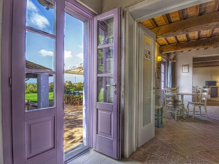 A Classic Tuscan atmosphere in a luxury villa located in Lucca. #tuscan #rentvilla #admaiora #italy #travel #villa #lucca