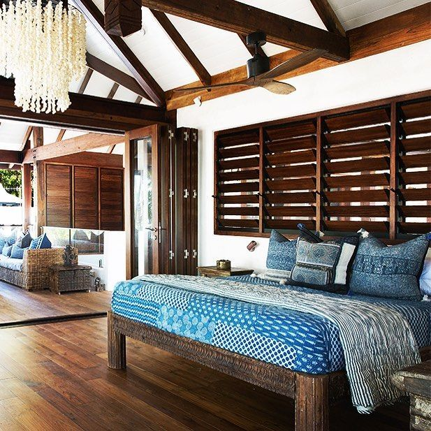 Island style, blue and white, bedroom, great chandelier ...