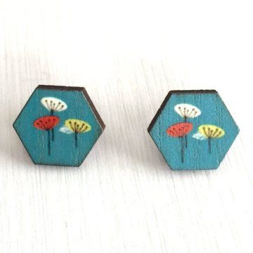 Wearing this pair of Poppies Wooden Hexagon Studs will make you feel on TOP of the world!