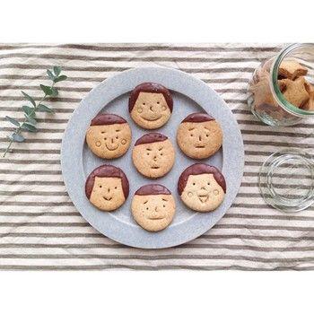 家族の顔や身近な人の顔を描いても楽しいですよね!食べる時に盛り上がりそう…