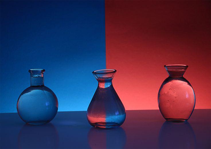 Heute: Physik für Fotografen ;) …sieht aus wie Photoshop oder? Tatsächlich entsteht dieser Farbwechsel einfach durch das physikalische Gesetz der Lichtbrechung. Ich habe mit verschiedenen Gläsern und Farben experimentiert.  Im Weinglas erkennt man deutlich Luftblasen. Wenn euch diese kleinen Details stören, müsst ihr wahrscheinlich auf destiliertes Wasser zurückgreifen ;).       Diese Gläser ergeben ein ganz [...]