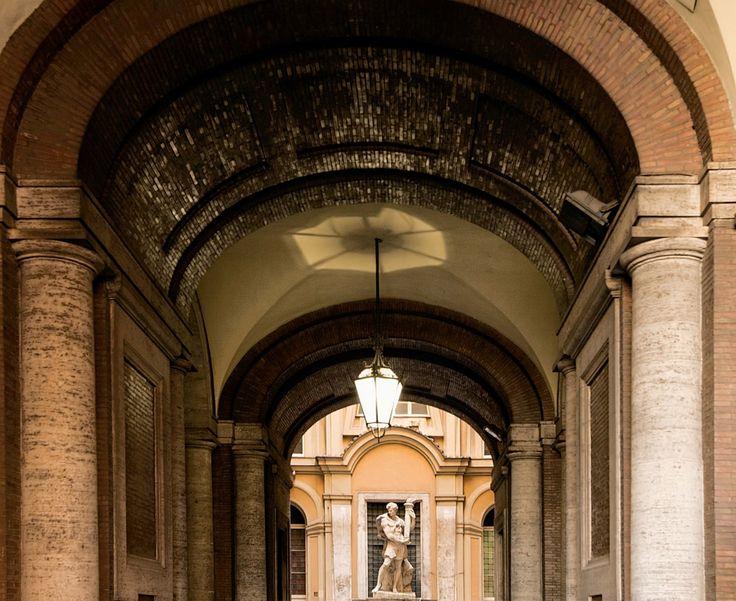 Ingresso e cortile d'onore. Fotografie - Renato Cerisola © 2009 INAIL Tutti i diritti riservati