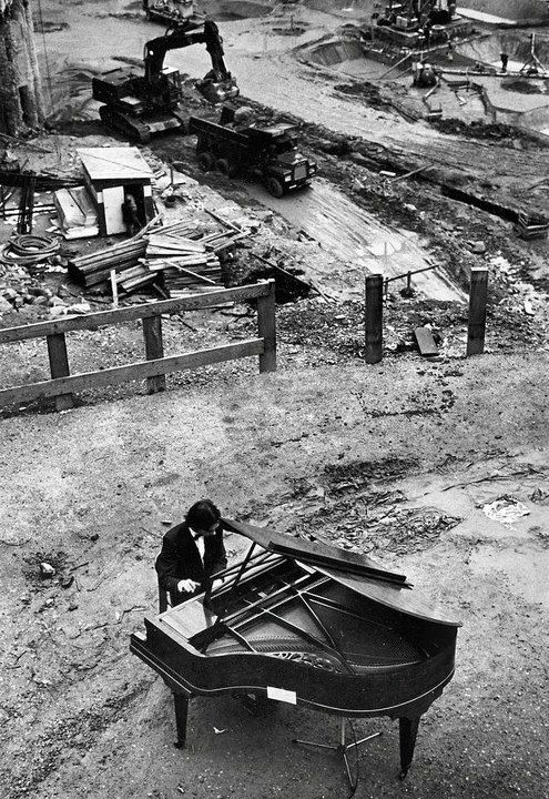 ♫♪ Music ♪♫ piano man black & white photo