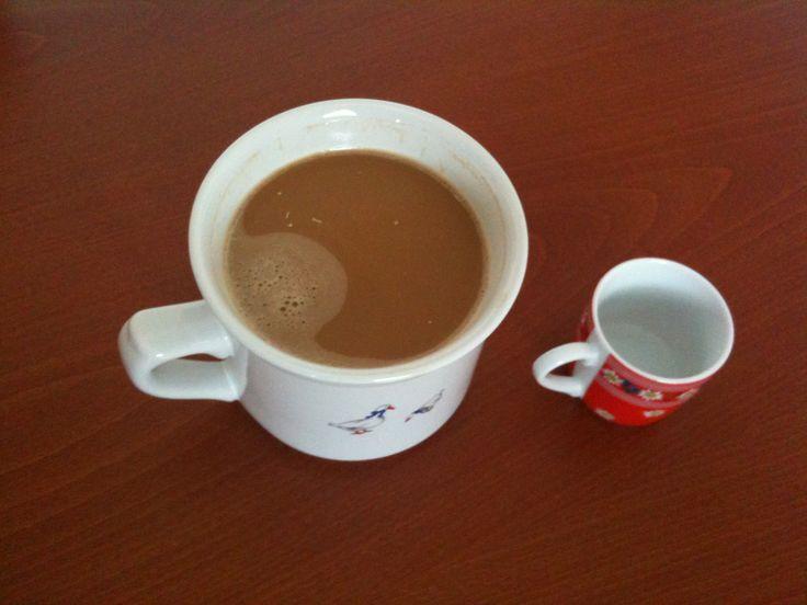 Dilema milovníka kafe. Vlevo - kolik by chtěl, vpravo - kolik by měl.