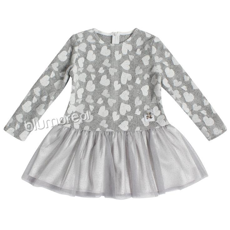 Każda dziewczynka uwielbia motyw serduszek, dlatego sukienka Milenka będzie wspaniałą propozycją dla każdej małe modnisi! Dodatkowo dół przyozdobiony został błyszczącym tiulem. Polecamy! | Cena: 119,00 zł