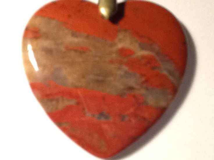 Collier/pendentif en coeur 'Amour secret', pierre de Jaspe Sanguin naturelle. 'Secret Love' Red Japer gemstone pendant, rich colours. Love de la boutique JoannaGemsCreations sur Etsy