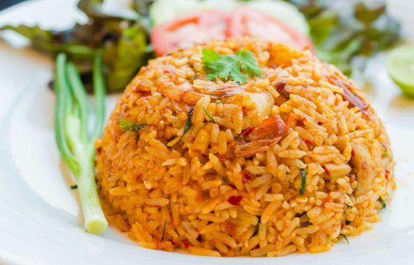 Nasi Goreng - indonesialainen paistettu riisiruoka, resepti – Ruoka.fi