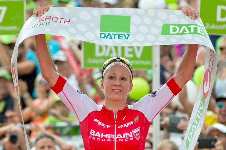 Die Schweizerin Daniela Ryf gewinnt an der Challenge Roth hoch überlegen. Jan Frodeno gelingt gar ein neuer Weltrekord.