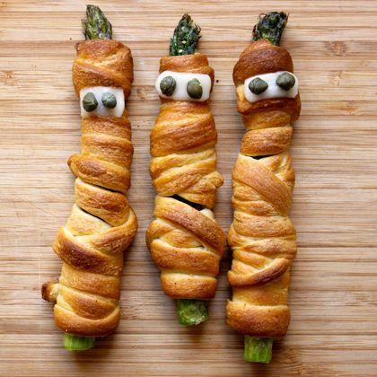 Halloween appetizer asparagus