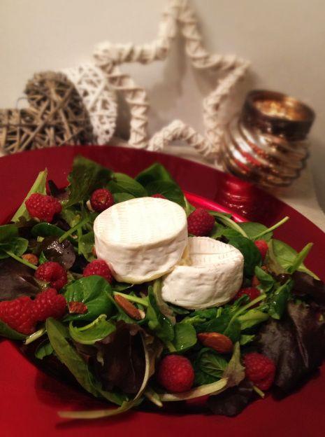 Toma piemontese mandorle e lamponi #food #foodandbeverage  Piedmont cheese with almonds and raspberries