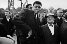 GREAT BRITAIN. London. 1966. World heavyweight champion Muhammad ALI is scared by a bee while visiting a movie set ... Thomas Hoepker 1966