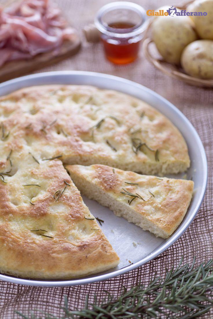Abbinata ai salumi o anche sola la FOCACCIA DI #PATATE (potato focaccia) è spettacolare! #ricetta #GialloZafferano #italianfood #italianrecipe