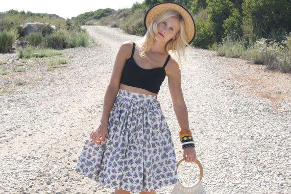Vintage 1950s Skirt / 50s Cotton Skirt / Purple Floral Highwaisted Skirt XXS