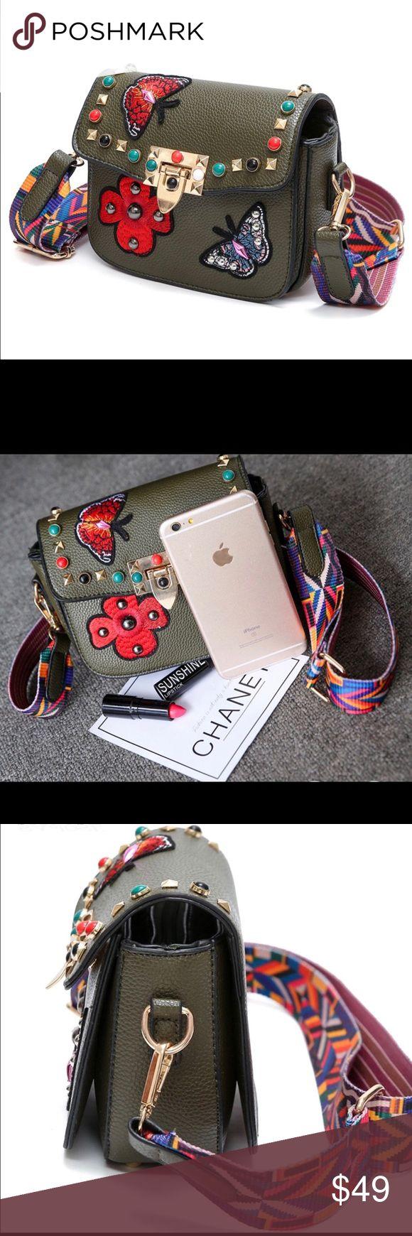 🌺💥Gorgeous Hot Women Crossbody Luxury Handbag 🌟✨Absolutely stunning designer luxury handbag with flowers. Make an offer while it lasts! Bags Crossbody Bags