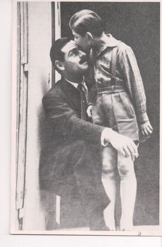 Carol Mircea Lambrino (Hohenzollern) cu Paul-Philippe, fiul din prima căsătorie cu Hélène Henriette Nagavitzine.