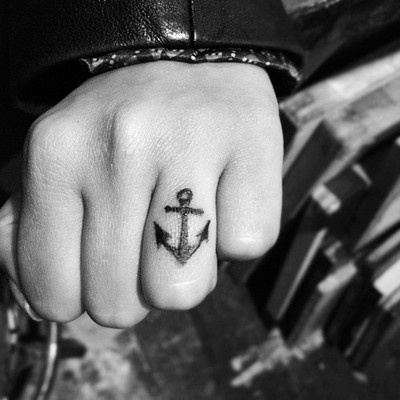 anchor finger tattoo