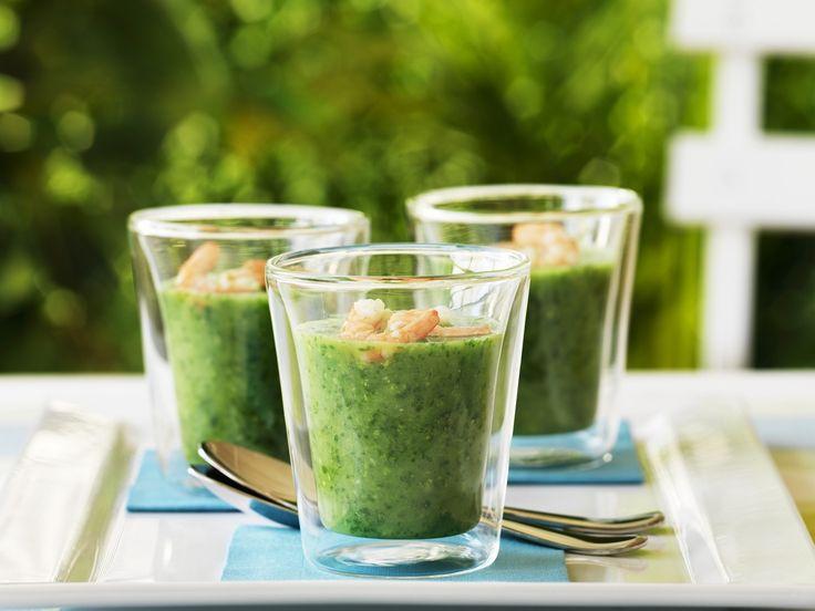 Rucola-Gurken-Suppe mit Shrimps - smarter - Zeit: 20 Min.   eatsmarter.de Rucola und Gurke - eine Kombi, die auch als Suppe schmeckt.