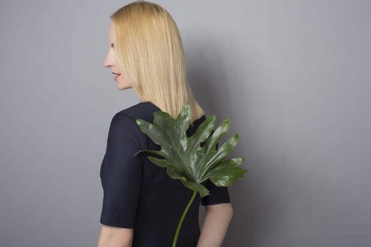DRESS CODE NAVY BLUE #navyblue #dress #dresscode #natural #wool #monstera #leaf #details