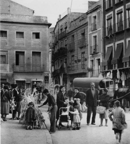 Murcia ¿Plaza de las flores? c.1957 cerca del domingo de ramos: Business Center Metropolis Empire - Page 365