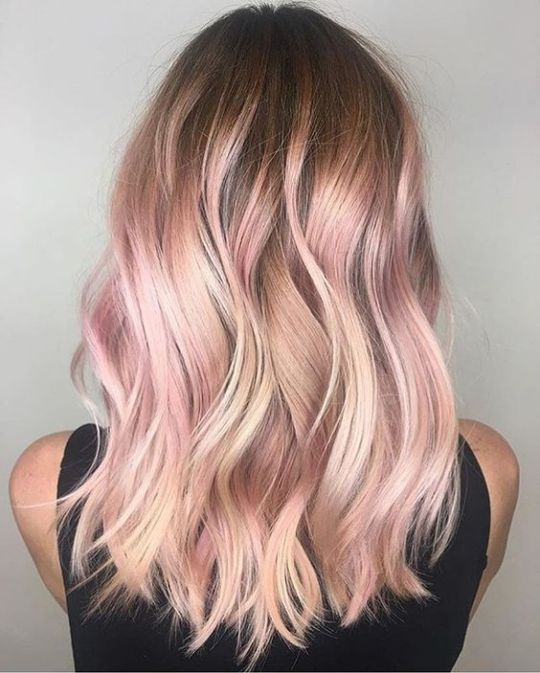 Highlights are the perfect rose gold hairstyles!
