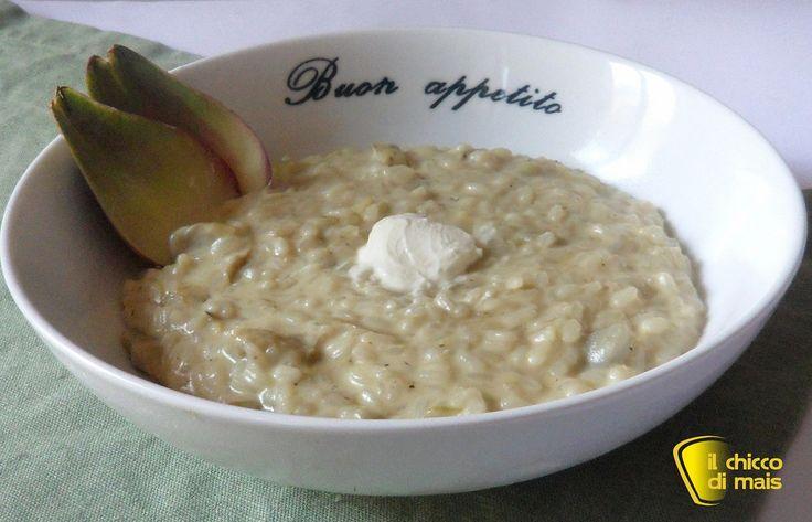 Risotto con carciofi e caprino (ricetta vegetariana). Ricetta del risotto con carciofi cremoso e delicato, mantecato con caprino, robiola o philadelphia
