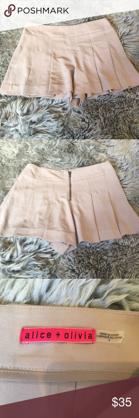 Alice and Olivia shorts Pleated nude shorts Alice + Olivia Shorts Skorts
