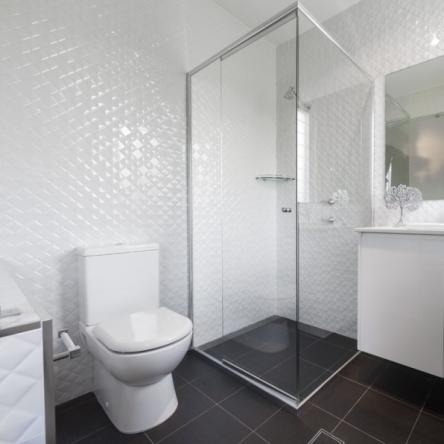prisma blanco tile
