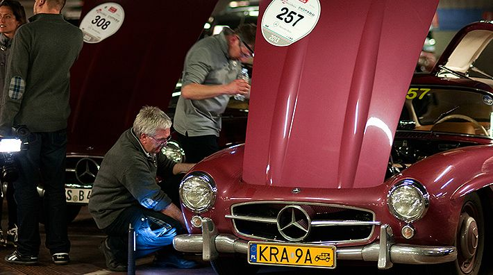 A last bit of fine-tuning on the Mercedes-Benz 300 SL (W 198).