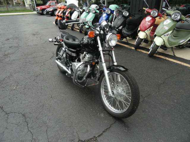 Used 2009 Honda CMX250C Rebel Motorcycles For Sale in Illinois,IL. Who says you need a big-bore machine to appreciate the joys of motorcycling? Not a Honda CMX250C Rebel rider, that's for sure. A user-friendly combination of light weight and comfortable size has made the CMX250C Rebel an enduring favourite among riders looking for an easy-to-handle cruiser. The good stuff begins with a high-output twin-cylinder engine that runs more smoothly than a single, yet is thrifty on gas and easy to…