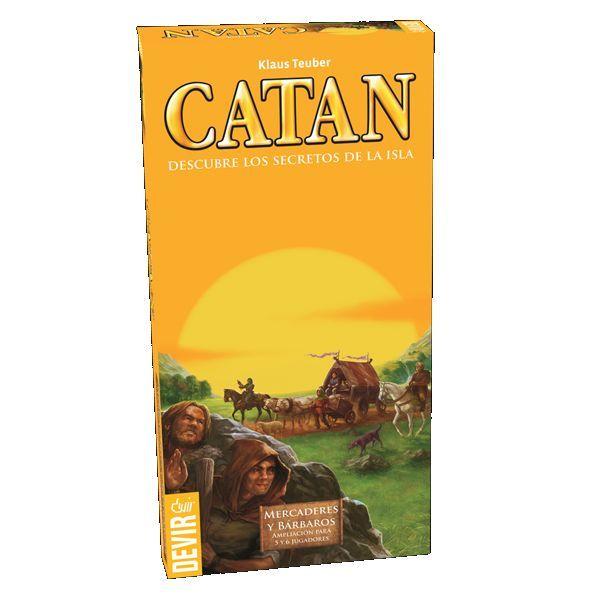 Esta expansión trae todo lo necesario para poder jugar a Mercaderes y Barbaros un total de 5 o 6 jugadores.  Su contenido es el siguiente:  - 53 figuras de juego - 12 caballeros, 6 de cada color - 6 puentes, 3 de cada color - 2 carromatos, 1 de cada color - 12 bárbaros de color bronce - 10 monedas: 5 de valor 1, 5 de valor 5 - 11 camellos de color bronce - 24 cartas - 4 plantillas troqueladas con piezas de cartón - 1 reglamento