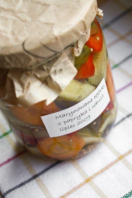 Twoje&Moje: Marynowane ogórki z papryką i cebulą.