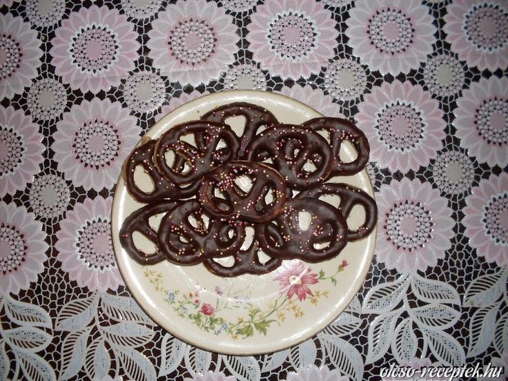 Csokis diós perec