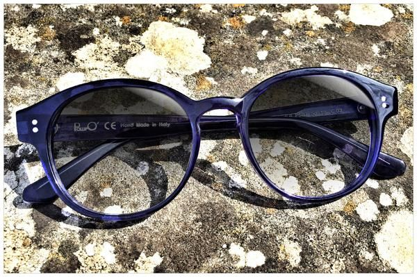 Round sunglasses in sapphire blue. Accurately handmade from cellulose acetate sheet. Eyewear Made in Italy by Pollipò Occhiali, Rome.
