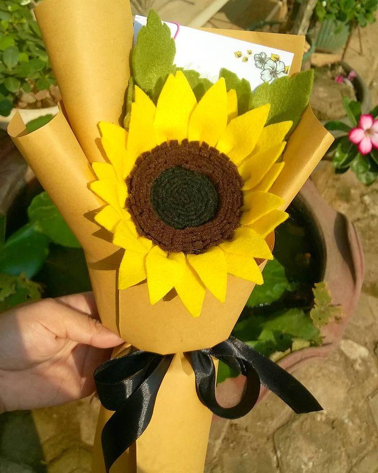 Ready Stock Small Buket Paket Buket Matahari Tinggi 30 Cm Diameter Kelopak 13 5 Cm Terdiri Dari 1 Bunga Matahari 2 Greenary Pake Crafts Diy Keychain