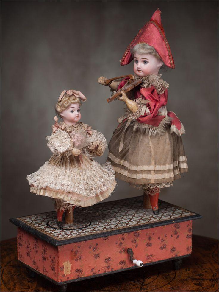 Старинные куклы и их гардероб.Часть 2.   В этом посте куклы не из музеев, а с аукционных сайтов. Но качество их гардероба поражает- вещи сшиты по взрослой…