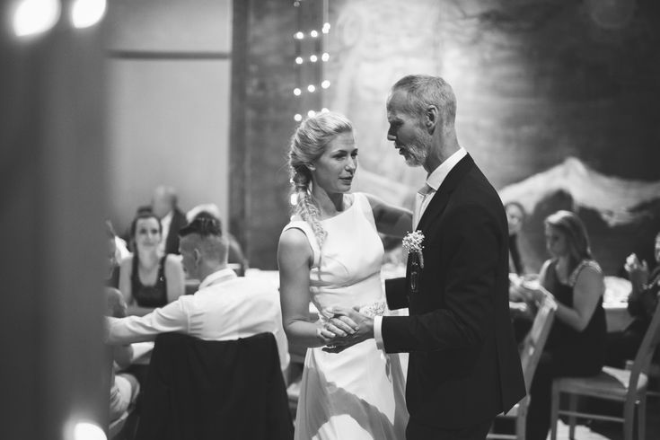 father and daughter dance // wedding photography // rustic wedding // norway