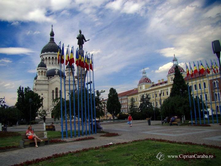Cluj-Napoca. Una din locurile mele preferate. Statuia lui Iancu vegheaza in centrul orasului :)