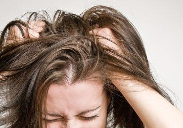 8 Herbs And Oils That Help Soothe Itchy Scalp
