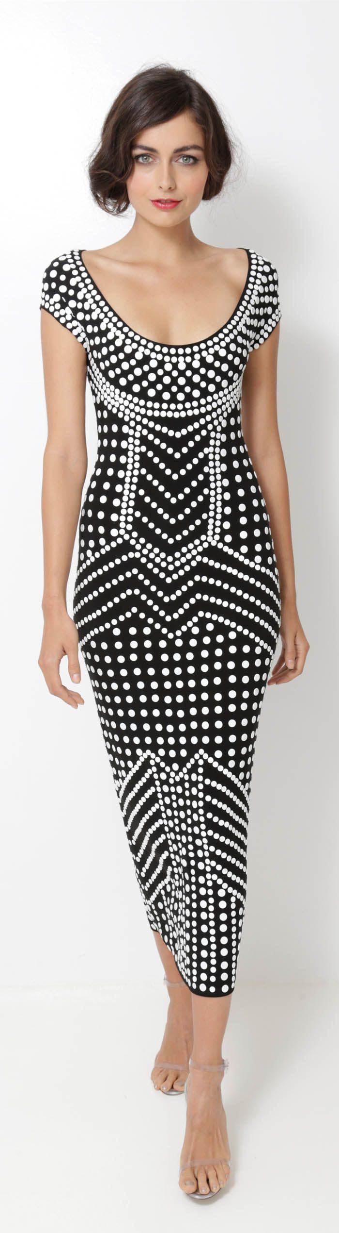 Norma Kamali - Spring/Summer, 2013 rtw  Poá forma uma estampa étnica, em preto e branco, criativo!!!