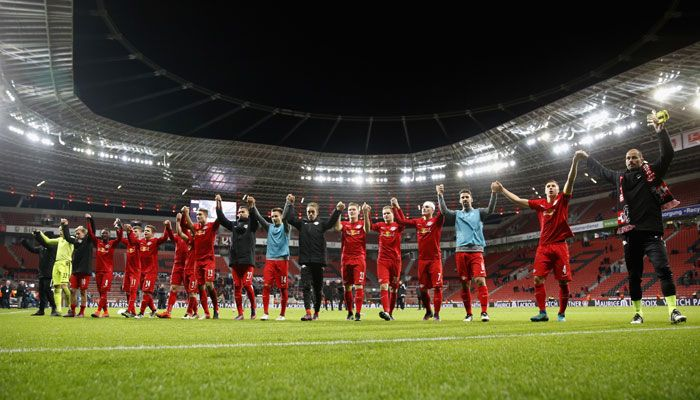 RB Leipzig knock Bayern Munich off the summit of Bundesliga table with 3-2 win over Bayer Leverkusen #FCBayern  RB Leipzig knock Bayern Munich off the summit of Bundesliga table with 3-2 win over Bayer Leverkusen  Berlin: RB Leipzig claimed another milestone in their fledgling history on Friday by taking three points in a 3-2 comeback win at Bayer Leverkusen to knock Bayern Munich off the top of the Bundesliga.  The Bundesliga new boys now unbeaten after 11 games have a three-point lead on…