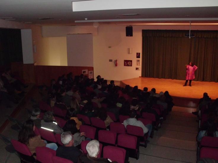 Sesión de cuentos para adultos con Carolina Rueda en la Biblioteca Gómez Sara. Fuente del Maestre (Badajoz)
