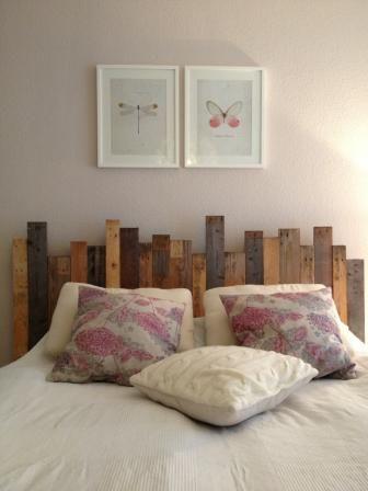 Euer Schlafzimmer soll schöner werden? Hier eine Idee aus unserem Blog: die Bett-Rückwand aus Palettenholz. Ganz toll auch zB mit indirekter Beleuchtung. - OBI Selbstgemacht! Blog. Selbstbauanleitung für jedermann