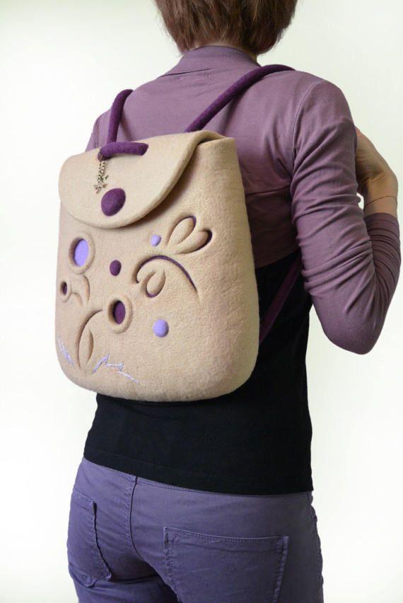 Валяный бежевый рюкзачок из мериносовой шерсти со стрекозой и одуванчиками. Летний, веселый, нежный! / Felted rucksack with dragonfly, felt backpack. Felt in fashion by #olafelt