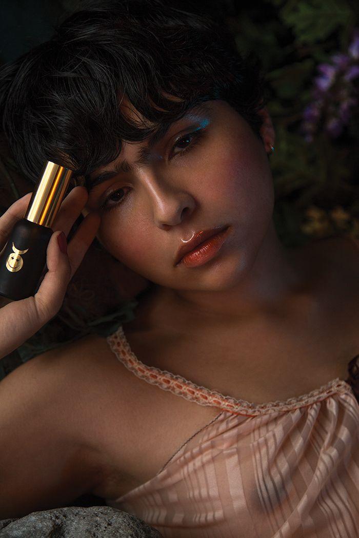 GOODWITCH vertreibt THC-Lippenbalsam, -Mundsprays und ein stimulierendes Gleitgel. Dabei geht es hier eigentlich nur um die Kunst.