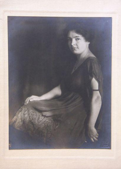 Portrétní fotografie, 1919 - Manesova54.cz