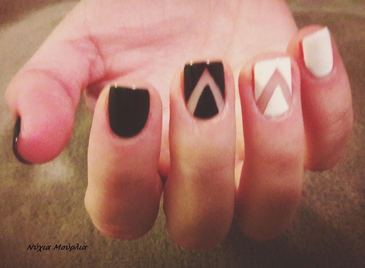 manicure~nailart~handmadenails~black&white