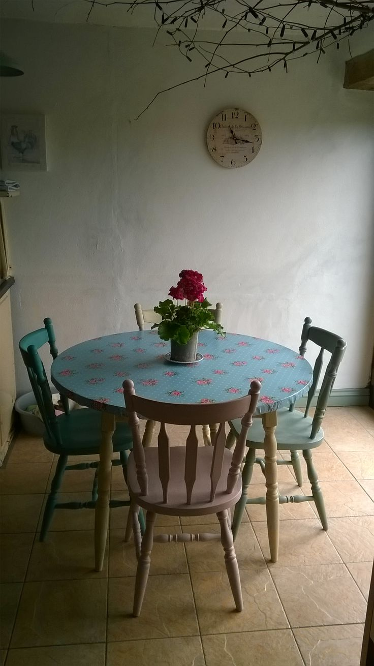 Our kitchen table and chairs have had a make over with some 'Annie Sloane' chalk paint I bought from the helpful people at the 'Reloved' shop in Camborne