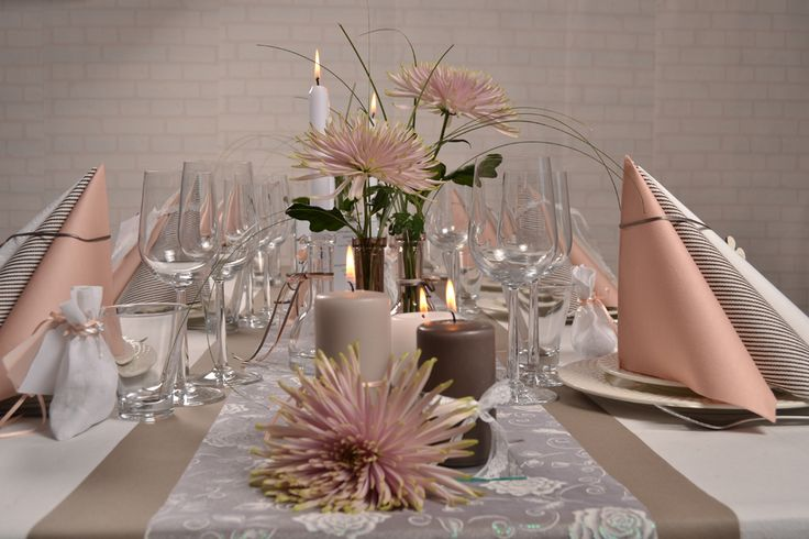 Konfirmation-borddækning. Få masser af inspiration med nye trends og farver.