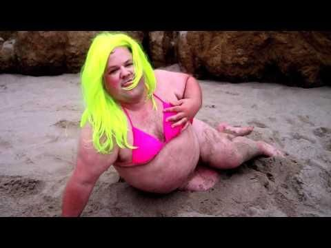 Fat guy does a remake of Starships song by Nicki Minaj....