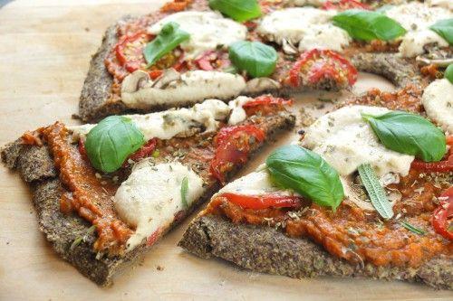 Raw vegan pizza med selleri og hørfrø